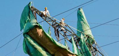 Foto zur Meldung: Masten werden vor Korrosion geschützt