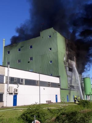 Vorschaubild zur Meldung: Feu3 – Großbrand Chemie-Betrieb