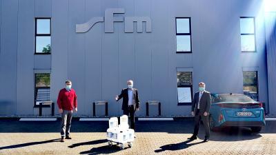 Foto zur Meldung: sfm medical devices GmbH spendet Desinfektionsmittel an die Stadtverwaltung