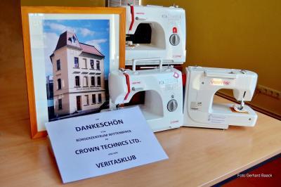 Das Mehrgenerationenhaus Bürgerzentrum Wittenberge bedankt sich für drei Veritas Nähmaschinen I Foto: Gerhard Baack