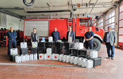 Hygiene-Equipment in praktischen Boxen für alle 14 Ortswehren erhielt die Pritzwalker Feuerwehr von der Stadt. Foto: Beate Vogel