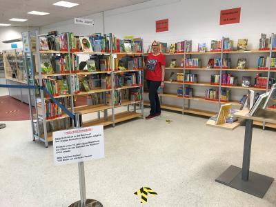Auch in Dörnigheim haben Büchereileiterin Nadine Marnette und ihr Team alle Vorbereitungen für eine Wiederöffnung getroffen. Ab Dienstag, 26. Mai, sind Ausleihe und Rückgabe wieder möglich. Foto: Stadt Maintal