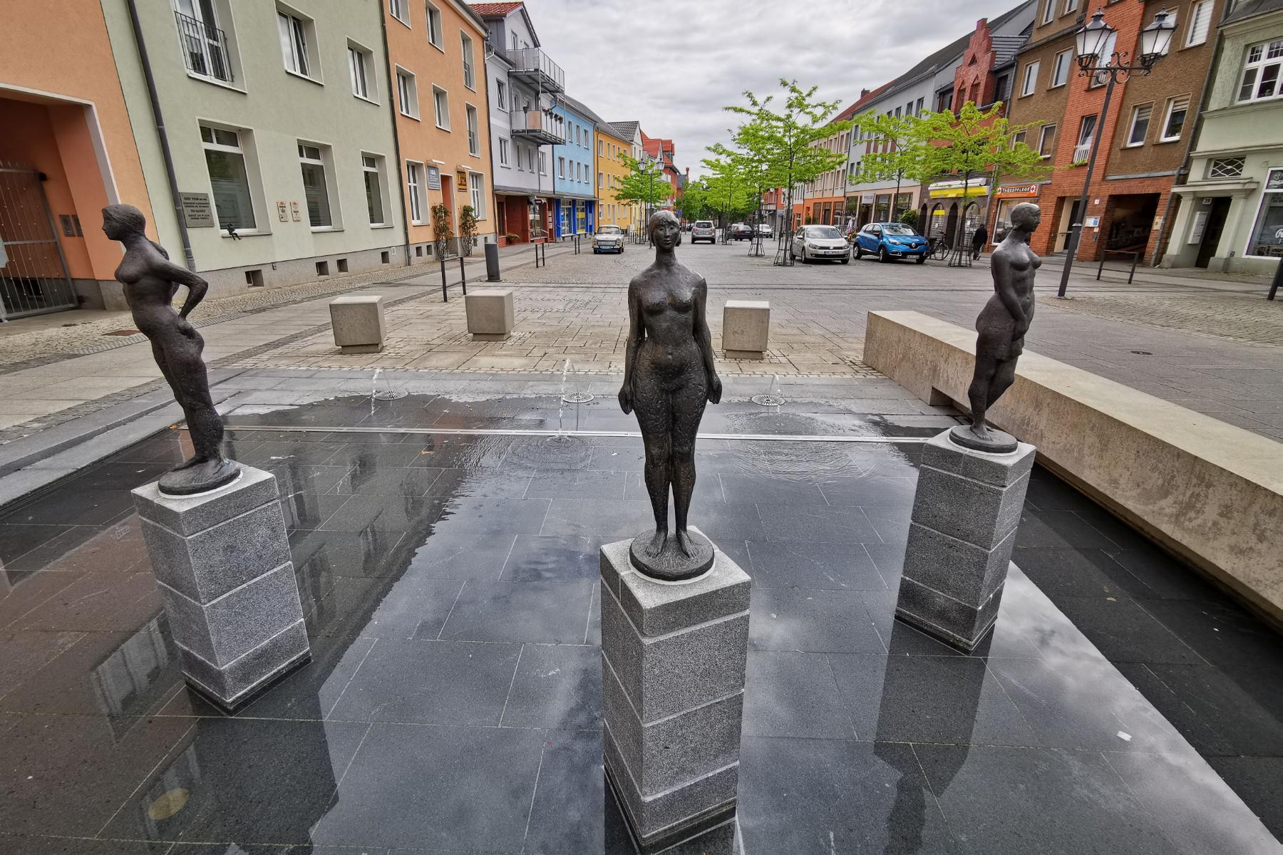 Bild der Meldung: Trio am Mädchenbrunnen endlich wieder komplett