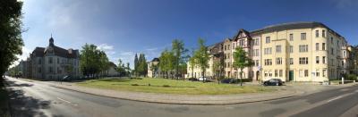Das Gebäudeensemble am Heinrich-Heine-Platz mit der ehemaligen Sauerschen Klinik auf der linken Seite I Foto: Martin Ferch