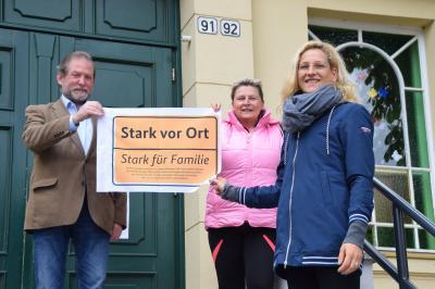 Stadt Perleberg | Die Partner des Bündnisses für Familie vor dem Freizeitzentrum Perleberg