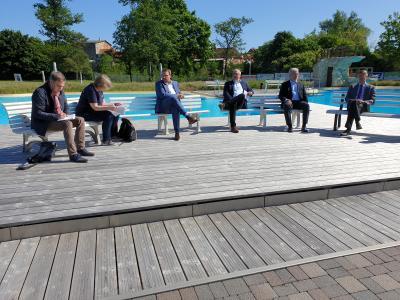 Gemeinsame Pressekonferenz der Badbetreiber aus dem Landkreis Helmstedt im Freizeitbad Grasleben (Bild: Samtgemeinde Grasleben)