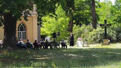 Foto zur Meldung: Pfingstgottesdienst in Paretz - in Corona-Zeiten