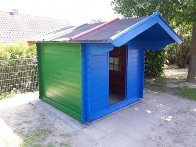 Foto zu Meldung: Renovierung des Gartenhäuschens