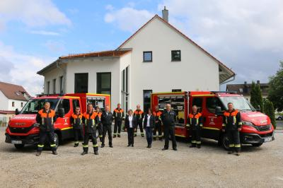 Foto zur Meldung: Fahrzeugübergabe an Schellenberg und Steinbach
