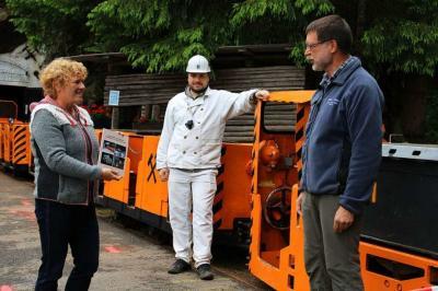 Foto zur Meldung: Sonderband Wieden an Bürgermeisterin Franz übergeben