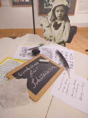 Stadt Perleberg | Schreibworkshop: mit Feder, Tinte, Tafel und Kreide für Schulklassen