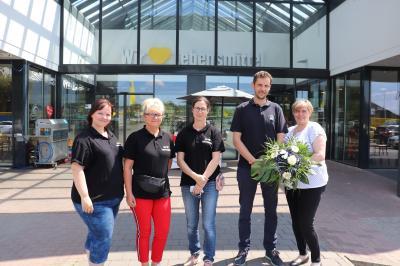 v.r. Yvon und Jens Bockelmann mit Mitarbeiterinnen