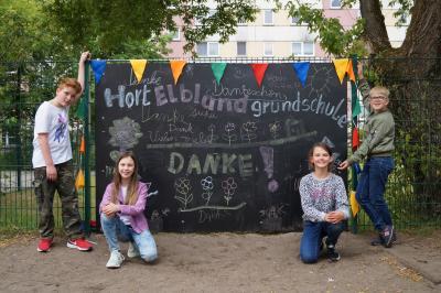 Kinder des Hortes vor der Kreidetafel I Foto: Tobias Wabnitz