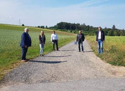 Gemeinde Willingshausen: Bürgermeister Pinhard, Frau Barth und Herr Inden (Bauamt Schwalmstadt), Herr Wahl (Bauamtsleiter Willingshausen) und Bürgermeister Vesper (von links)