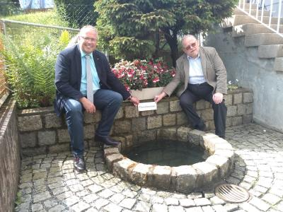 Bild von links: Erster Bürgermeister Stefan Busch und MdL Klaus Adelt