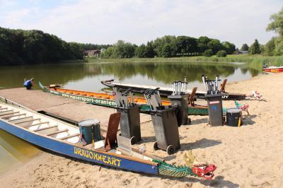 Der Steg im Beetzer See - Ein- und Ausstieg waren beim Drachenbootrennen hier stets sehr komfortabel