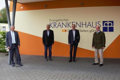 v.l.n.r. Guido Wernert (KHDS-Geschäftsführer), Martin Richard (Mitglied des Verwaltungsrates, Erwin Reuhl (Mitglied des Verwaltungsrates) sowie der Vorsitzende des Verwaltungsrates, Rolf-Peter Leonhardt
