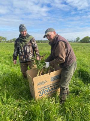 Horst Duncker und Alexey Dronov, beide von der Jägerschaft Land Hadeln_Cuxhaven haben sich ebenfalls zu Drohnensteuerern ausbilden lassen. Nach der erfolgreichen Suche wird