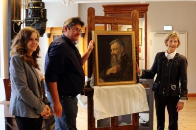 Stadt Perleberg | Museumsleiterin A. Pöpplau, Fachbereichsleiter F. Riedel und Irmela Czubatynski