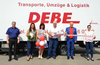 Detlef Benecke mit Frau Martina und Tochter Daniela und Gratulanten I Foto: Martin Ferch