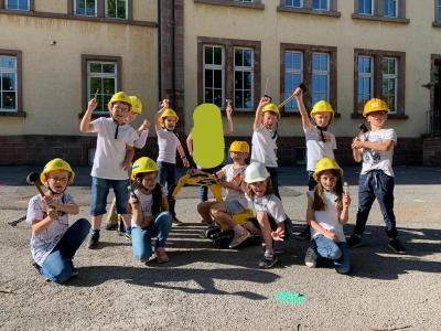 Foto zur Meldung: Spatenstich für den neuen Schulhof