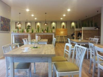Foto zur Meldung: Hof-Café wieder bis 18Uhr geöffnet!