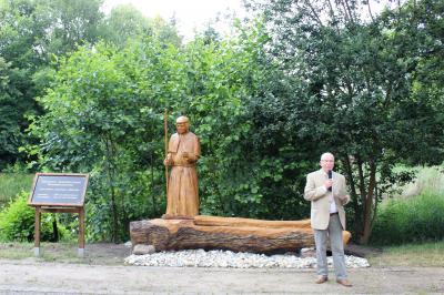 Foto zur Meldung: Denkmal für Wasserbaumeister Johannes Müller in Grünewalde  eingeweiht