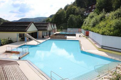 Foto zur Meldung: Die Badesaison ist eröffnet: Freibad Hirschbach geöffnet!