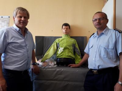 Foto zu Meldung: Kloster Lehniner Jugendfeuerwehr erhält Erste-Hilfe-Trainingsgerät