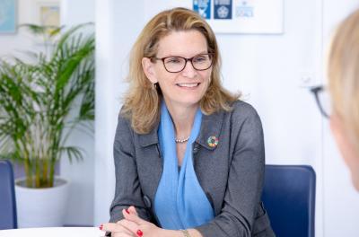 Doreen Bogdan-Martin im Interview mit Dr. Viviane Brunne