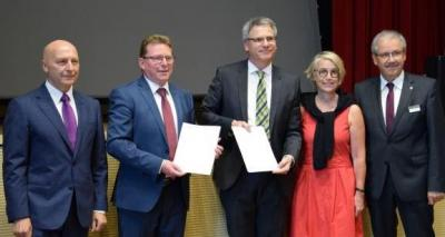 Foto zur Meldung: Entwicklung von Strukturwandelmaßnahmen aus einer Hand - Kooperationsvereinbarung zwischen Wirtschaft und Wissenschaft sowie Kommunen und Kreisen der Lausitz