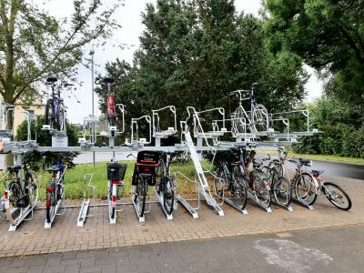 Foto zur Meldung: Neue Fahrradabstellanlagen an den Bahnhöfen Groß Kreutz und Götz