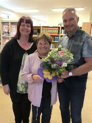 Foto zur Meldung: 10-jähriges Jubiläum unserer Bibliothekarin Frau Weber