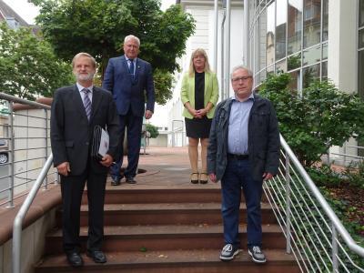 v.l.: Ortsgerichtsvorsteher Thomas Möckl, Bürgermeister Harald Preßmann, Direktorin Michaela Kilian-Bock, Ortsgerichtsschöffe Dieter Rehbein