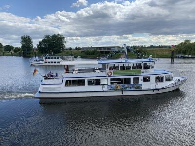 Hafenrundfahrten mit dem Fahrgastschiff Hertz II sind jetzt wieder möglich I Foto: Lutz Lange