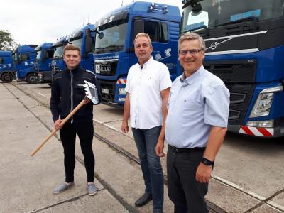 Foto zur Meldung: Damsdorfer Transport- und Baustoffunternehmen unterstützt Gemeindefeuerwehr