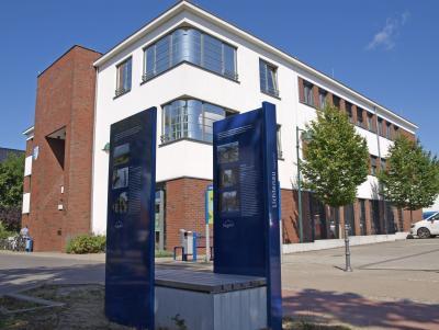 Foto zur Meldung: Städtepartnerschafts-Bank lädt zum Verweilen ein
