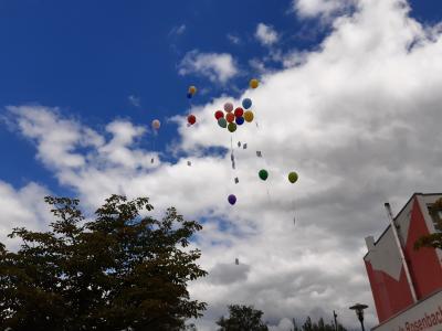 Vorschaubild zur Meldung: Eis und Luftballons