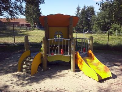 Kindertagesstätte Zwergenland Kleinlüder – Renovierungsarbeiten und ein neues Spielgerät