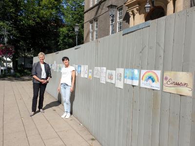 Foto zur Meldung: Neue Ziele für das Kunstprojekt am Bauzaun