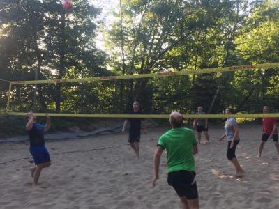 Vorschaubild zur Meldung: Beachvolleyball - jede Menge Spaß. Und Staub.