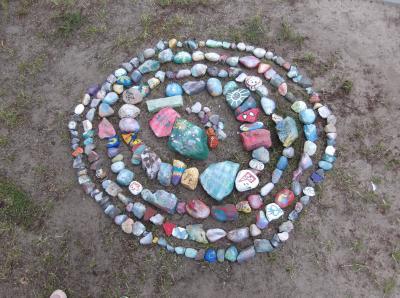 """Steinschlange """"Susie"""" ist auf den Spielplatz der Kindertagesstätte umgezogen I Foto: Kita"""