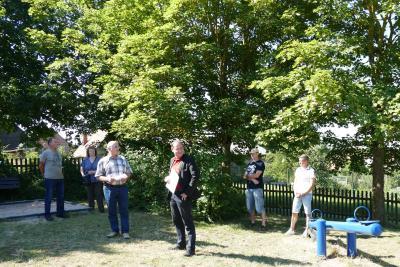 Vorschaubild zur Meldung: Übergabe der neuen Spielgeräte auf dem Spielplatz Pfersdorf