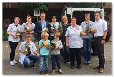 Foto zur Meldung: Obstspende für die Midsommerparty des Fördervereins der Grundschule Ihlpohl