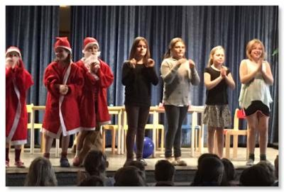 Foto zur Meldung: Weihnachtstheater mit der Theater AG von Frau Mejri