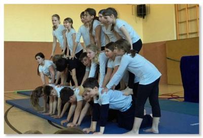Foto zur Meldung: Akrobatik im Sportunterricht