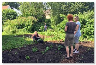 Foto zur Meldung: Die fleißigen Gartenhelferinnen und Gartenhelfer