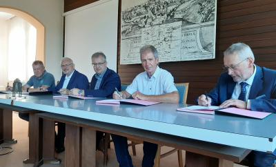 Foto zur Meldung: Unterzeichnung der Zweckvereinbarung zum Betrieb eines gemeinsamen VG-Bauhofes