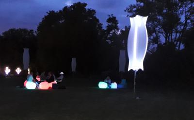 Foto zur Meldung: Tolle leuchtende Picknick-Abende im Optikpark Rathenow