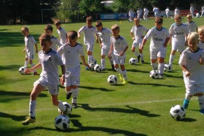 Foto zur Meldung: Calauer Kids auf den Spuren von Toni Kroos & Co.